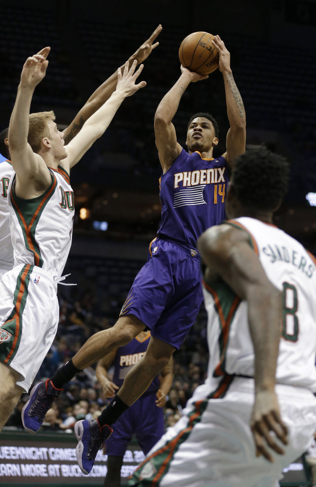 Photo - Phoenix Suns' Gerald Green (14) puts up a shot against the Milwaukee Bucks during the first half of an NBA basketball game Wednesday, Jan. 29, 2014, in Milwaukee. (AP Photo/Jeffrey Phelps)