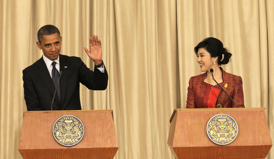 Photo -   U.S. President Barack Obama, left, and Thai Prime Minister Yingluck Shinawatra hold a joint press conference at the Government House in Bangkok, Thailand, Sunday, Nov. 18, 2012. (AP Photo/Sakchai Lalit)