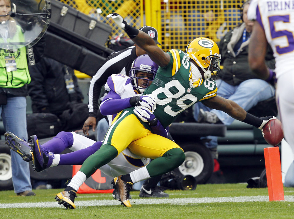 Photo - Minnesota Vikings cornerback A.J. Jefferson can't stop Green Bay Packers wide receiver James Jones (89) from crossing the goal line after catching a touchdown pass  during the first half of an NFL football game Sunday, Dec. 2, 2012, in Green Bay, Wis. (AP Photo/Mike Roemer)
