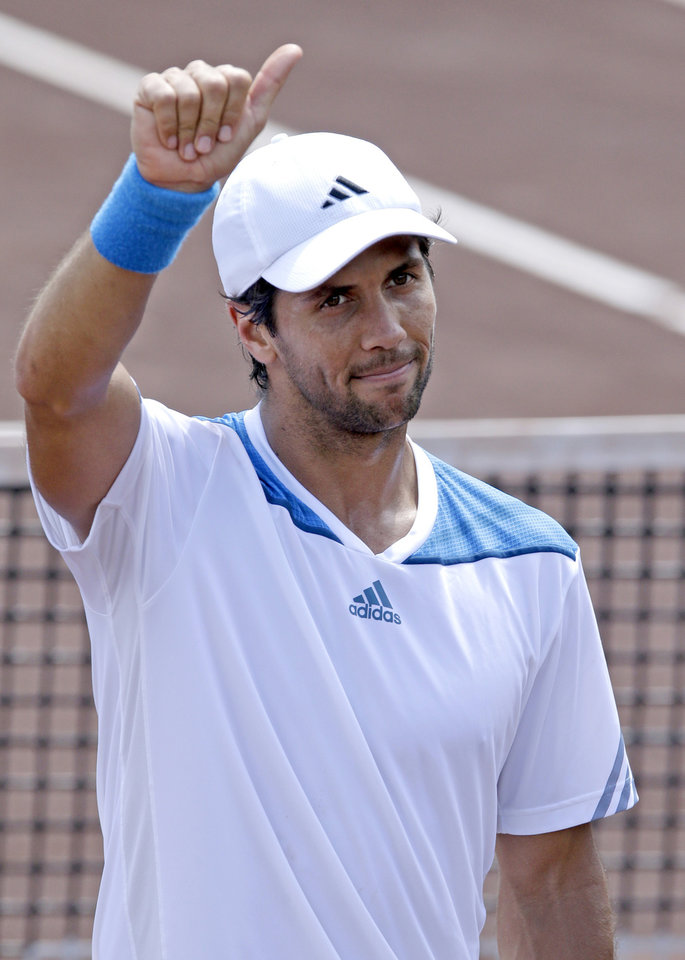 Photo - Fernando Verdasco of Spain gives a thumbs-up after beating Santiago Giraldo of Colombia 6-4, 7-5 in their semifinal match at the U.S. Men's Clay Court Championship, Saturday, April 12, 2014, in Houston. Verdasco will face Nicolas Almagro in the finals. (AP Photo/Pat Sullivan)
