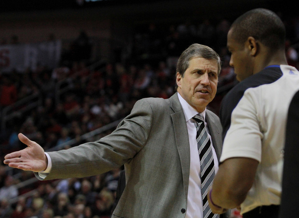Photo - Washington Wizards head coach Randy Wittman argues a call with a referee during an NBA basketball game against the Houston Rockets the second half in Houston, Wednesday, Feb. 12, 2014. (AP Photo/Richard Carson)