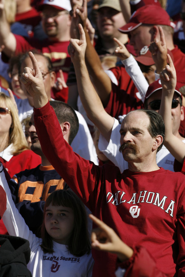 Photo - Ron Shaw of Corsicana, Texas salutes the Sooners as they take the field for the first half during the University of Oklahoma Sooners (OU) college football game against Baylor University Bears (BU) at Floyd Casey Stadium, on Saturday, Nov. 18, 2006, in Waco, Texas.     by Steve Sisney, The Oklahoman