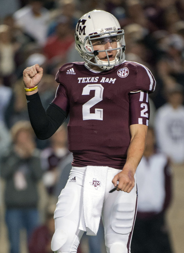 Photo -   Texas A&M quarterback Johnny Manziel reacts after a touchdown run by teammate Ben Malena during the first quarter an NCAA college football game against Missouri, Saturday, Nov. 24, 2012, in College Station, Texas. (AP Photo/Dave Einsel)