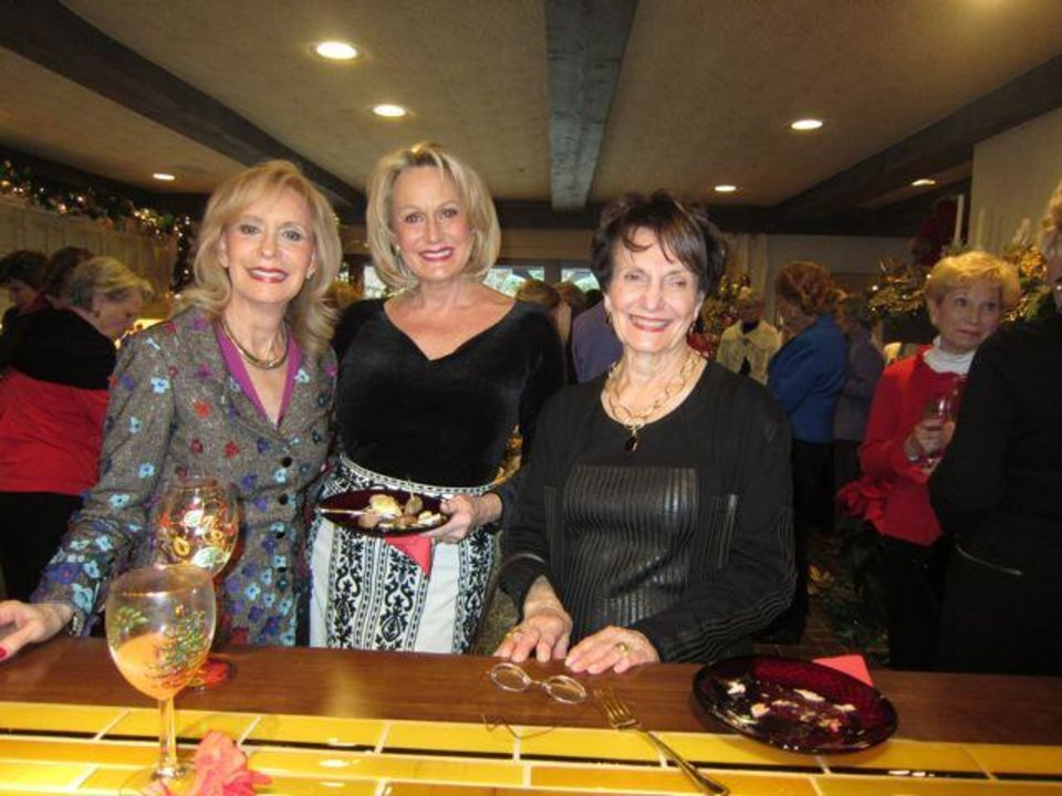 Gene Barth, Cheryl Browne, Jeaneen Naifeh were guests for the annual party given by Judy Love, Barbara Brou and Susan Johnston. (Photo by Helen Ford Wallace).