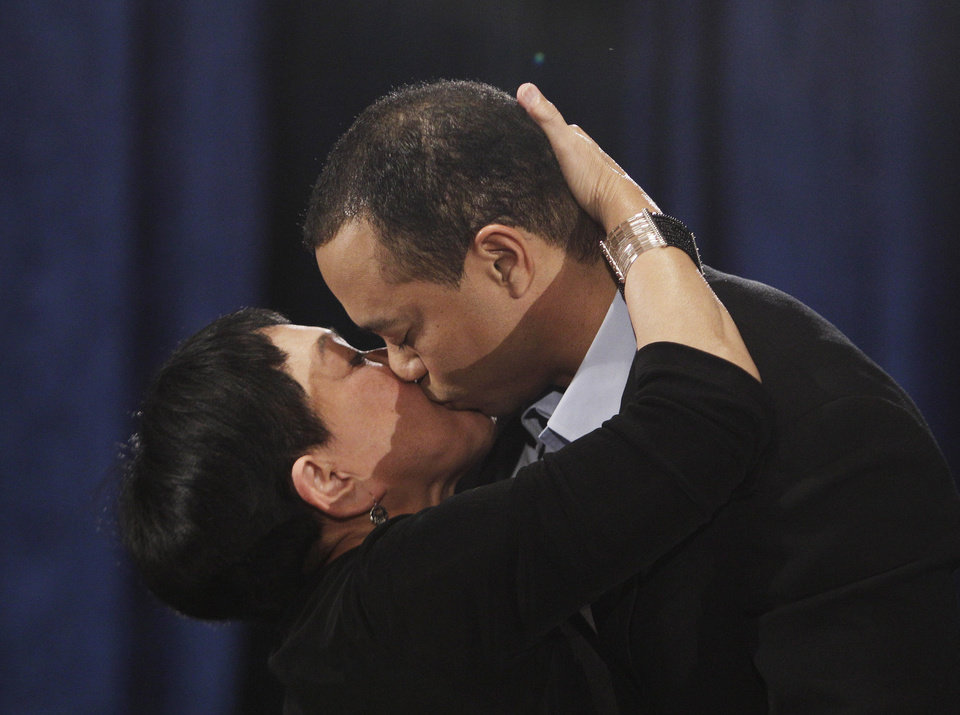 Photo - Tiger Woods, hugs and kisses his mother, Kultida Woods, during a news conference in, Friday, Feb. 19, 2010, in Ponte Vedra Beach, Fla. (AP Photo/Eric Gay) ORG XMIT: FLEG102