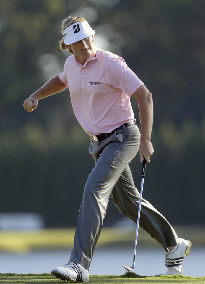 Photo -   Brandt Snedeker reacts after sinking his putt on the 17th hole during the final round of the Tour Championship golf tournament on Sunday, Sept. 23, 2012, in Atlanta. (AP Photo/John Bazemore)