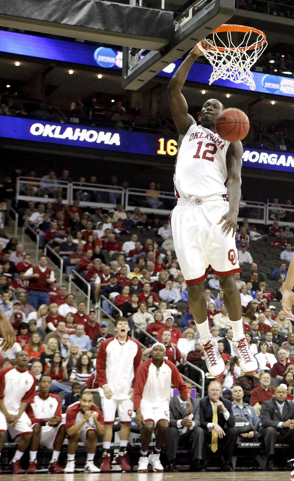 Photo - OU's Juan Pattillo dunks the ball during a first round game of the men's NCAA tournament between Oklahoma and Morgan State in Kansas City, Mo., Thursday, March 19, 2009.  PHOTO BY BRYAN TERRY, THE OKLAHOMAN
