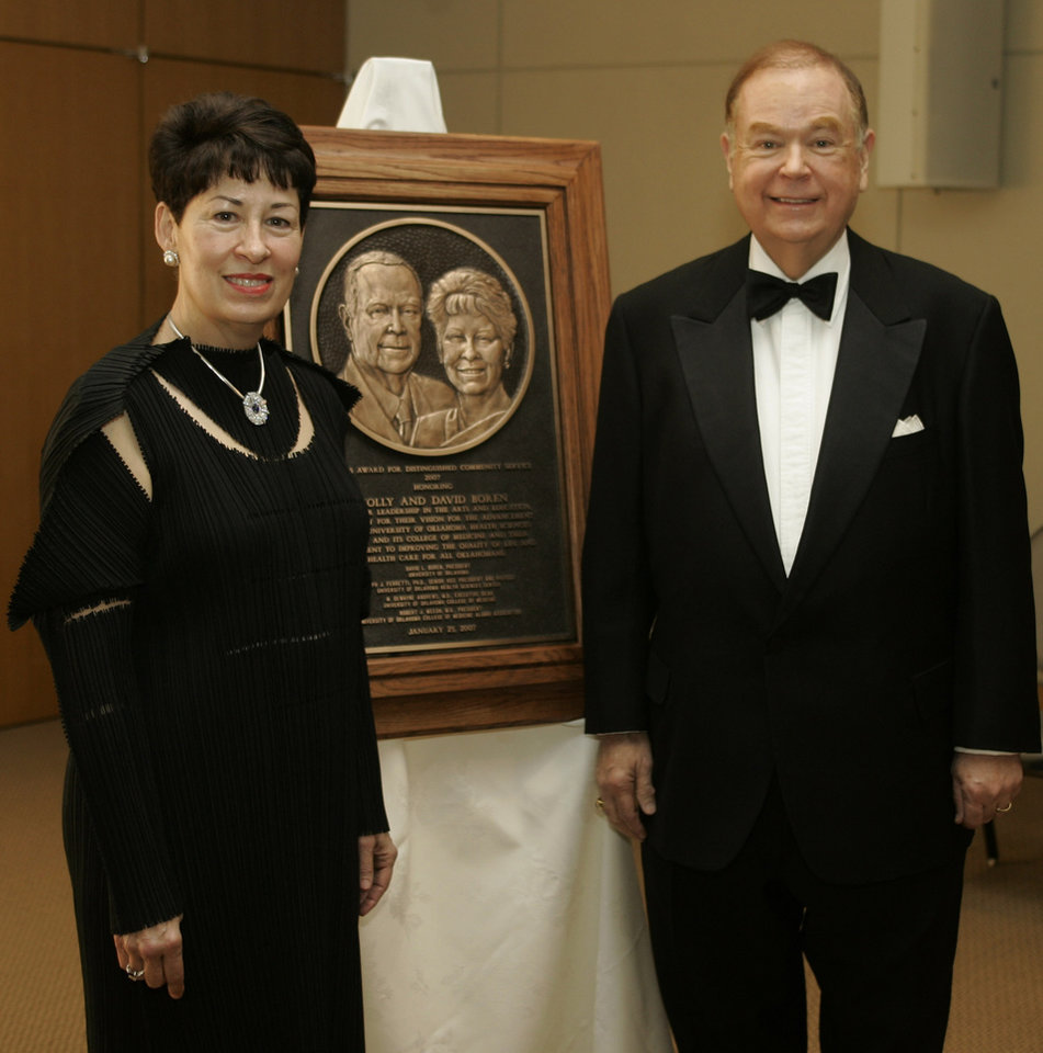 Photo - DAVID BOREN, MOLLY BOREN: David L. Boren,  right, president of the University of Oklahoma, and his wife, Molly Shi Boren, left, pose for a photo with the Dean's Award for distinguished community service, in Oklahoma City, Thursday, Jan. 25, 2007.  (AP Photo) ORG XMIT: OKSO101