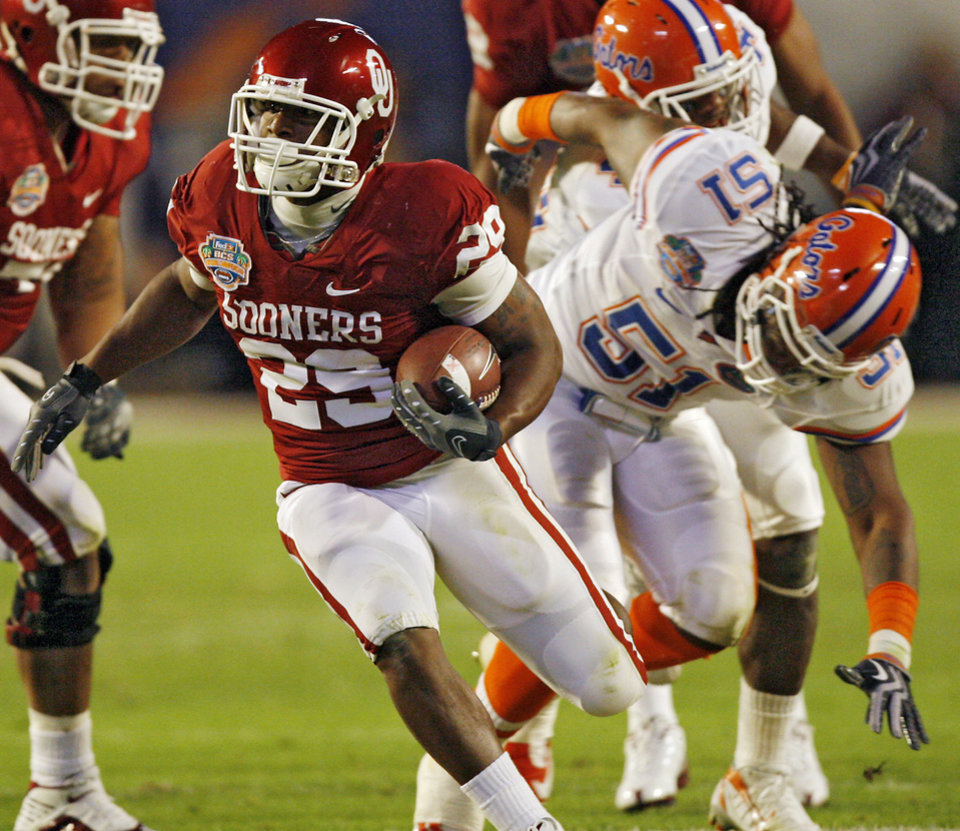 Photo - Oklahoma's Chris Brown (29) gets past Florida's Brandon Spikes (51) during the first half of the BCS National Championship college football game between the University of Oklahoma Sooners (OU) and the University of Florida Gators (UF) on Thursday, Jan. 8, 2009, at Dolphin Stadium in Miami Gardens, Fla. 
