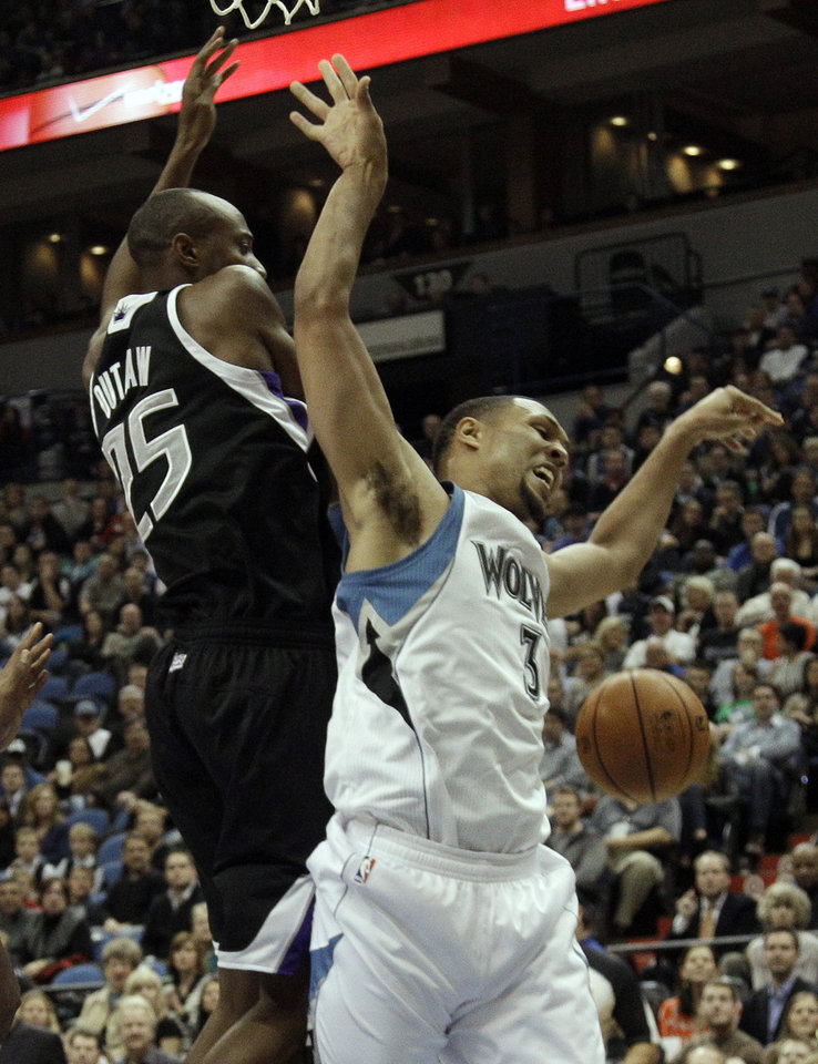 Sacramento Kings' Travis Outlaw, left, interupts a shot attempt by Minnesota Timberwolves' Brandon Roy in the first half of an NBA basketball game Friday, Nov. 2, 2012 in Minneapolis. (AP Photo/Jim Mone)