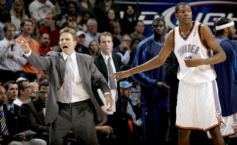 Photo - Oklahoma City head coach Scott Brooks shouts beside Kevin Durant during the NBA basketball game between the Oklahoma City Thunder and the Phoenix Suns at the Ford Center in Oklahoma City on Tuesday, Nov. 25, 2008.  BY BRYAN TERRY, THE OKLAHOMAN ORG XMIT: KOD