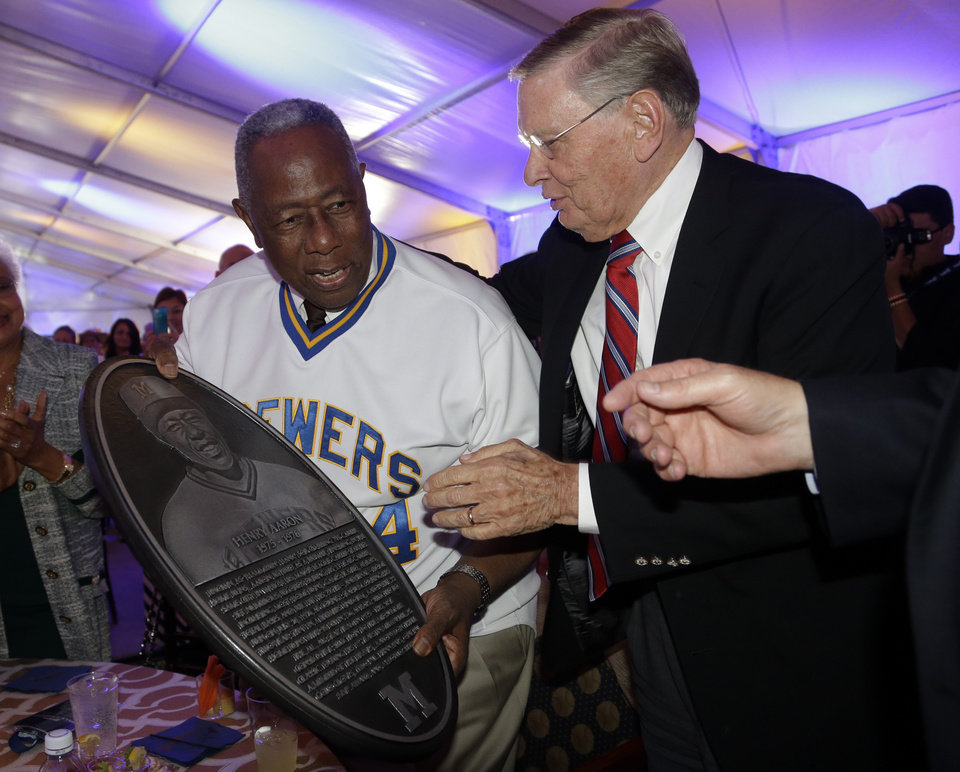 Photo - Baseball commissioner Bud Selig presents Hank Aaron with a replica of a plaque that will be displayed on the new Milwaukee Brewers Wall of Honor before a baseball game between the Milwaukee Brewers and the Cincinnati Reds Friday, June 13, 2014, in Milwaukee. (AP Photo/Morry Gash)