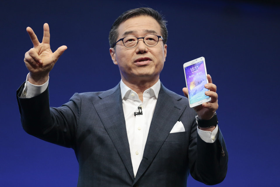 Photo - DJ Lee Executive Vice President of Samsung presents a Samsung Galaxy Note 4 during his keynote at an unpacked event of Samsung ahead oh the consumer electronic fair IFA in Berlin, Wednesday, Sept. 3, 2014. (AP Photo/Markus Schreiber)