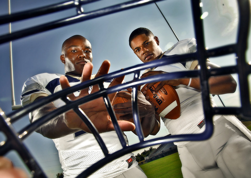 Photo - HIGH SCHOOL FOOTBALL: Heritage Hall football duo Barry Sanders Jr. and Sterling Shepard, from left, on Tuesday, August 16, 2011, in Oklahoma City, Okla. Photo by Chris Landsberger, The Oklahoman ORG XMIT: KOD