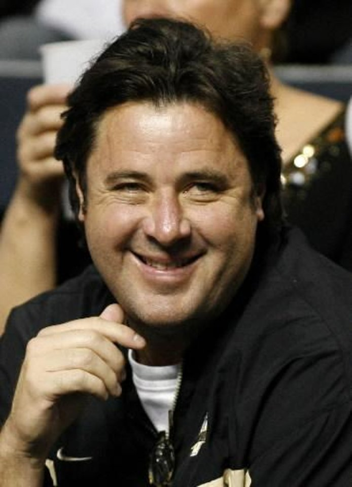 Vince Gill (AP)