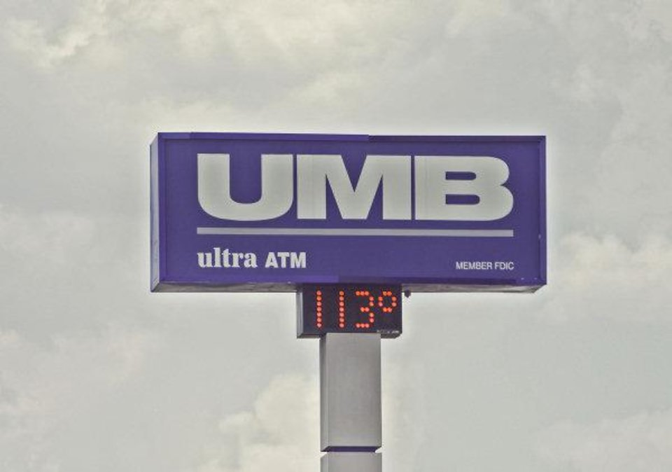 HEAT / SUMMER / HOT WEATHER: The UMB Bank sign near 63rd and I-235 reads a temperature of 113 degrees on Wednesday, Aug. 2, 2011, in Oklahoma City, Okla. Photo by Chris Landsberger, The Oklahoman   ORG XMIT: KOD