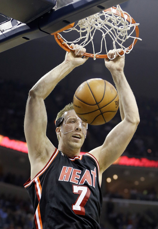 Photo - Miami Heat center Justin Hamilton dunks the ball against the Memphis Grizzlies in the first half of an NBA basketball game Wednesday, April 9, 2014, in Memphis, Tenn. (AP Photo/Mark Humphrey)