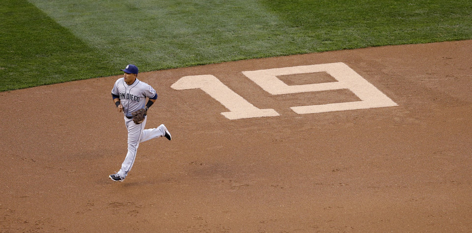 Photo - San Diego Padres shortstop Everth Cabrera runs past a number