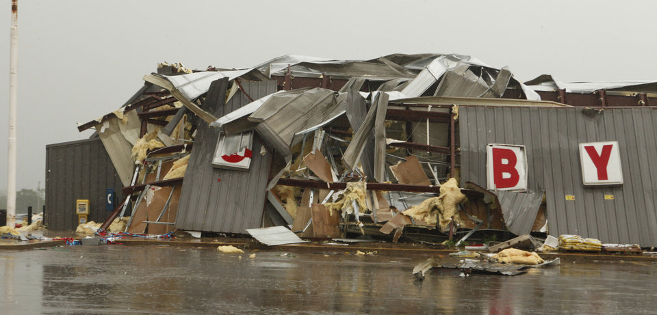 Photo - STORM DAMAGE: The Country Boy IGA grocery store was heavily damaged east of Norman on Monday, May 10, 2010, in Norman, Okla.  Photo by Steve Sisney, The Oklahoman ORG XMIT: KOD