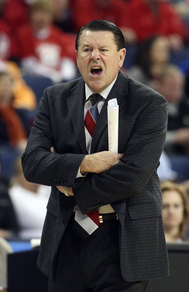 Photo - Georgia head coach Andy Landers stands on the sideline in the first half of a second-round women's Southeastern Conference tournament NCAA college basketball game against Vanderbilt, Thursday, March 6, 2014, in Duluth, Ga. (AP Photo/Jason Getz)