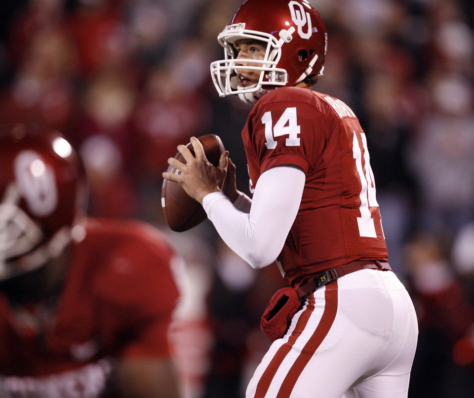 Photo - OU's Sam Bradford thows during the first half of the college football game between the University of Oklahoma Sooners and Texas Tech University at the Gaylord Family -- Oklahoma Memorial Stadium on Saturday, Nov. 22, 2008, in Norman, Okla.   BY STEVE SISNEY, THE OKLAHOMAN