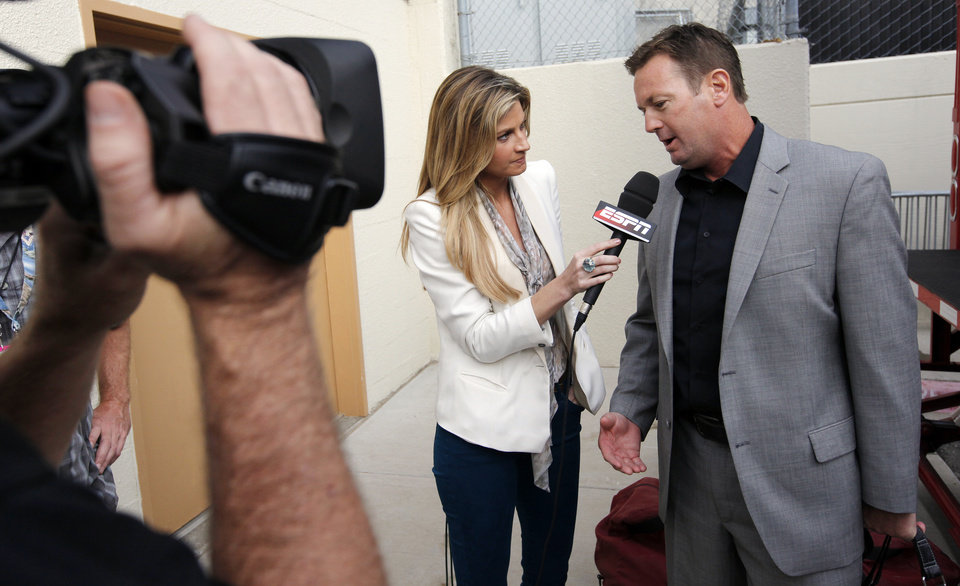Photo - ESPN's Erin Andrews interviews Oklahoma head coach Bob Stoops as the Sooners arrive at the stadium before the Red River Rivalry college football game between the University of Oklahoma Sooners (OU) and the University of Texas Longhorns (UT) at the Cotton Bowl in Dallas, Saturday, Oct. 8, 2011. Photo by Nate Billings, The Oklahoman