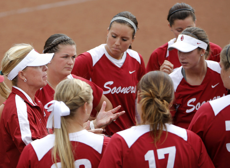 Photo - Oklahoma head coach Patty Gasso talks to her team during  an NCAA softball regional between the University of Oklahoma and  Oregon State in Norman, Okla., Sunday, May 20, 2012. Photo by Sarah Phipps, The Oklahoman