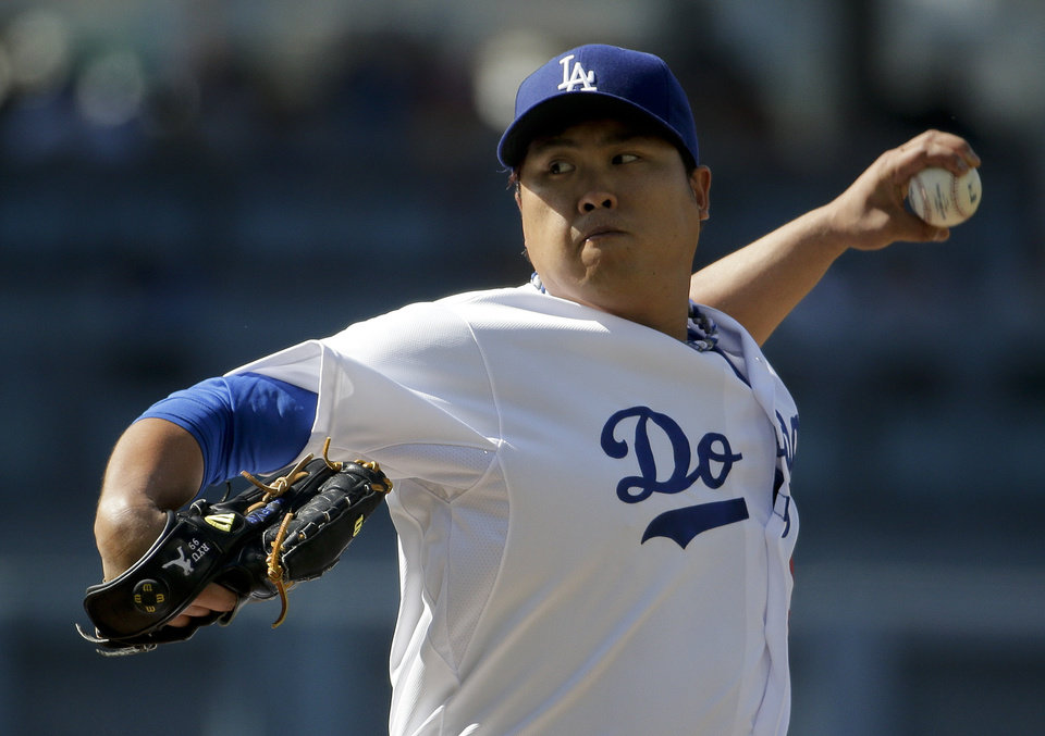 Los Angeles Dodgers starting pitcher Hyun-Jin Ryu, of South Korea, throws to the Pittsburgh Pirates during first inning of a baseball in Los Angeles, Saturday, May 31, 2014. (AP Photo/Chris Carlson)