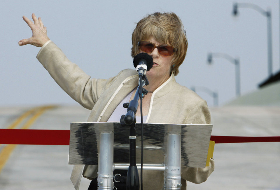 OPENING / I-35: Norman mayor Cindy Rosenthal speaks as city and state officials gather to formally open the Rock Creek Bridge over Interstate 35 on Tuesday, August 30, 2011, in Norman, Okla.   Photo by Steve Sisney, The Oklahoman ORG XMIT: KOD
