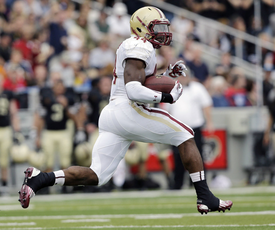 Photo -   Boston College running back Andre Williams (44) breaks away from Army defenders for a 99-yard touchdown run during the first half of an NCAA college football game Saturday, Oct. 6, 2012, in West Point, N.Y. (AP Photo/Mike Groll)