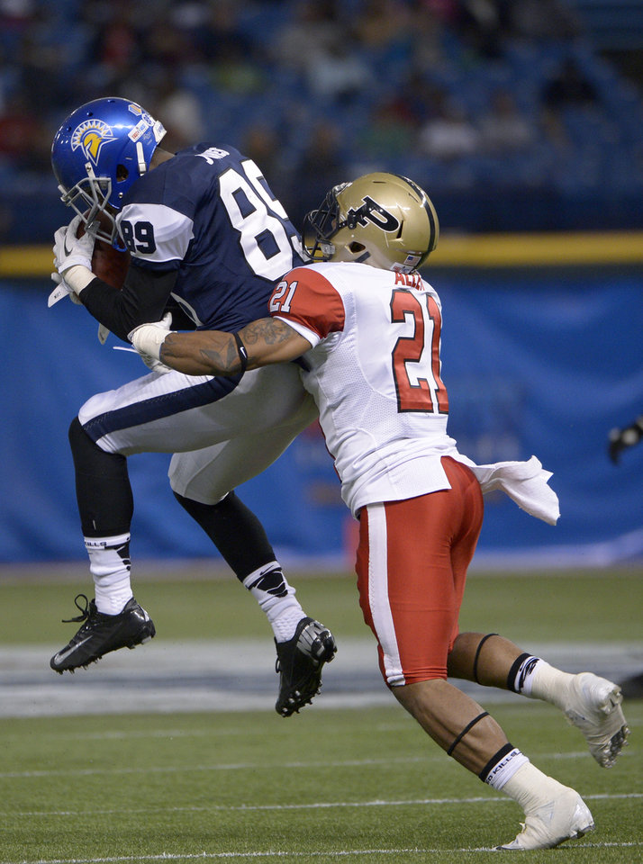 Photo - West receiver Chandler Jones (89), of San Jose State, catches a pass in front of East defensive back Ricardo Allen (21), of Purdue, during the first half of the East-West Shrine Classic NCAA college football game in St. Petersburg, Fla., Saturday, Jan. 18, 2014. (AP Photo/Phelan M. Ebenhack)