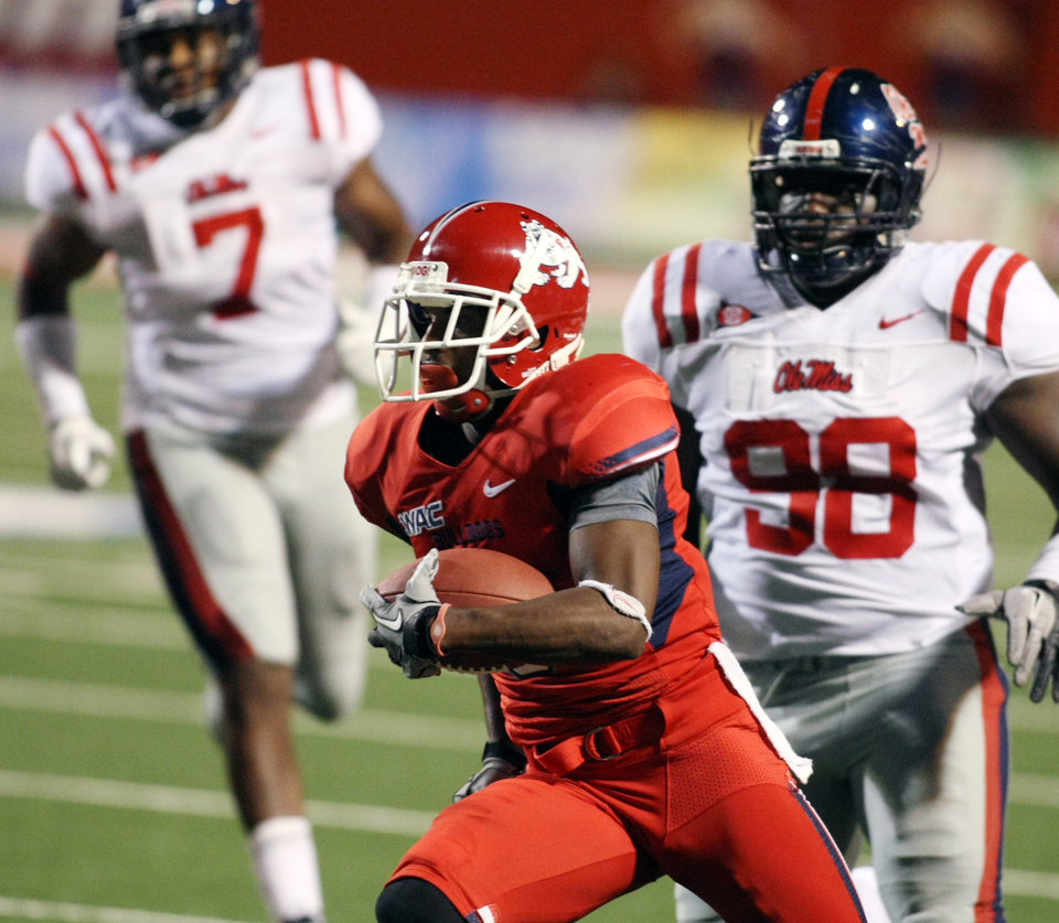 Fresno State's Jalen Saunders runs past Mississippi's Uriah Grant in the second quarter of an NCAA college football game, Saturday, Oct. 1, 2011, in Fresno, Calif. (AP Photo/Gary Kazanjian)