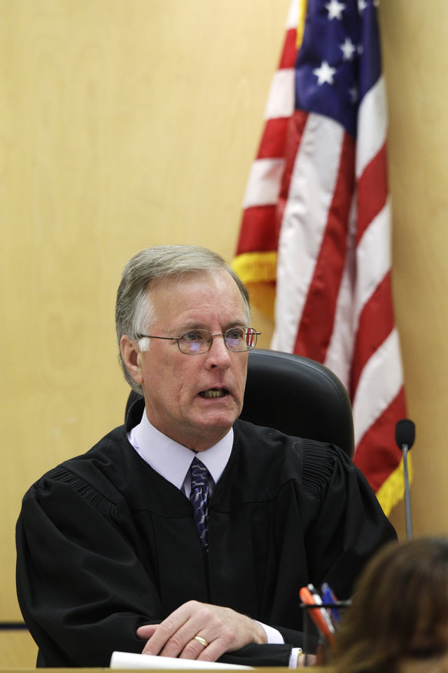 Photo -   Judge Ronald Culpepper talks about his instructions to the jury in the voyeurism trial of Steve Powell, Tuesday, May 15, 2012, in Tacoma, Wash. Powell is the father-in-law of missing Utah mother Susan Powell. (AP Photo/Ted S. Warren)