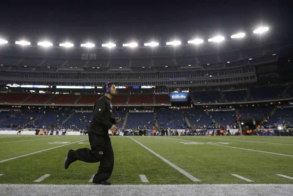 Photo - Baltimore Ravens cornerback Asa Jackson warms up before the NFL football AFC Championship football game against the New England Patriots in Foxborough, Mass., Sunday, Jan. 20, 2013. (AP Photo/Matt Slocum)