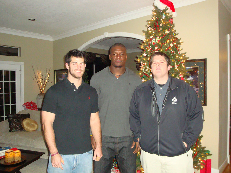 Photo - OU defensive end David King, center, with Jeff McVaney, left, and his brother Tom. PHOTO PROVIDED