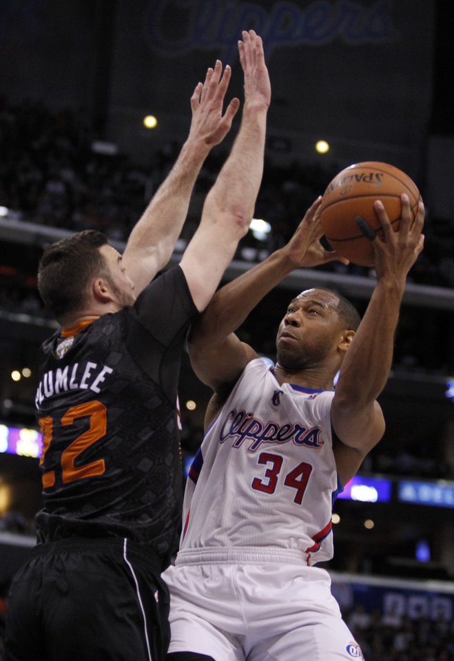 Los Angeles Clippers guard Willie Green (34) shoots over Phoenix Suns center Miles Plumlee (22) during the first half of an NBA basketball game Monday, March 10, 2014, in Los Angeles. (AP Photo/Alex Gallardo)