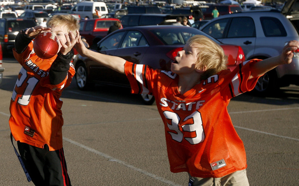 Photo - Brooks Stephenson, 9, at left, and Drake Hoffman, 9, of Palm Springs play football before the Holiday Bowl college football between Oklahoma State and Oregon at Qualcomm Stadium in San Diego, Tuesday, Dec. 30, 2008.  PHOTO BY BRYAN TERRY, THE OKLAHOMAN.