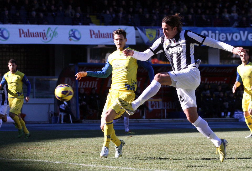 Juventus' forward Alessandro Matri, right, scores during a Serie A soccer match against Chievo Verona at the Bentegodi stadium in Verona, Italy, Sunday, Feb. 3, 2013. (AP Photo/Felice Calabro')