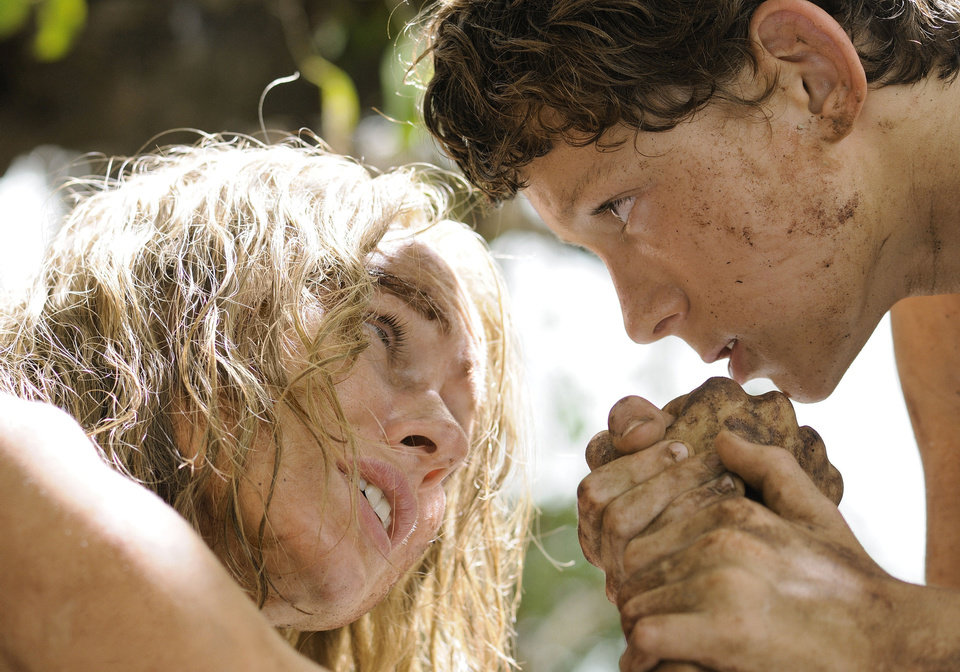 Photo - Naomi Watts as Maria, mother of Lucas, played by Tom Holland, in a scene from