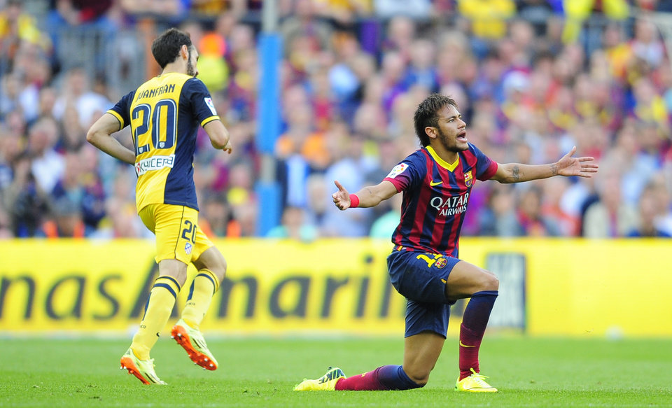 Photo - Barcelona's Neymar from Brazil reacts during a Spanish La Liga soccer match between FC Barcelona and Atletico Madrid at the Camp Nou stadium in Barcelona, Spain, Saturday, May 17, 2014. (AP Photo/Manu Fernandez)