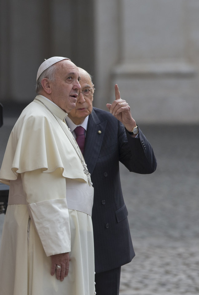 Photo - President Giorgio Napolitano, right, shows Pope Francis the Vatican flag waving on the top of the Quirinale presidential palace  in Rome, Thursday, Nov. 14, 2013. (AP Photo/Alessandra Tarantino)