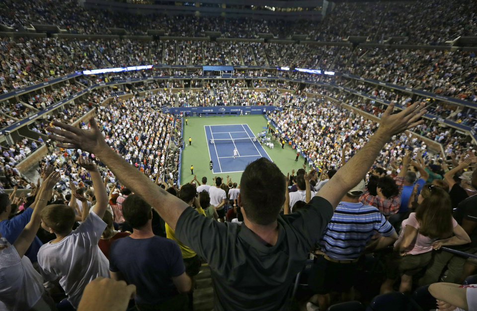 Photo -   Fans react after the match between Andy Roddick and Australia's Bernard Tomic in the third round of play at the 2012 US Open tennis tournament, Friday, Aug. 31, 2012, in New York. (AP Photo/Mike Groll)