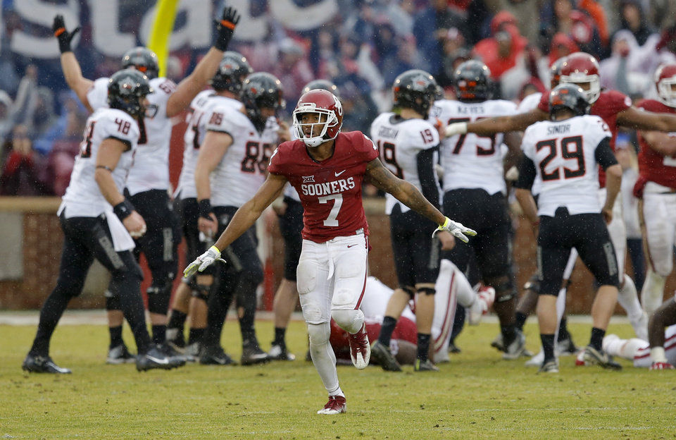 Photo - Oklahoma's Jordan Thomas (7) celebrates after an Oklahoma State missed field goal attempt during the Bedlam college football game between the Oklahoma Sooners (OU) and the Oklahoma State Cowboys (OSU) at Gaylord Family - Oklahoma Memorial Stadium in Norman, Okla., Saturday, Dec. 3, 2016. Oklahoma won 38-20. Photo by Bryan Terry, The Oklahoman