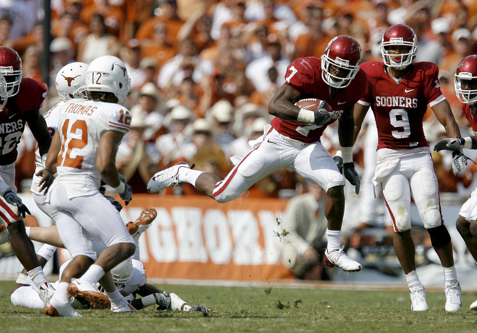 Photo - UNIVERSITY OF OKLAHOMA / OU / COLLEGE FOOTBALL / TEXAS: OU's DeMarco Murray leaps through the air during a return in the second half of the college football game between the University of Oklahoma Sooners (OU) and University of Texas Longhorns (UT) in the Red River Rivalry on Saturday, Oct. 11, 2008, at the Cotton Bowl, in Dallas, Tx.   BRYAN TERRY, THE OKLAHOMAN  ORG XMIT: KOD
