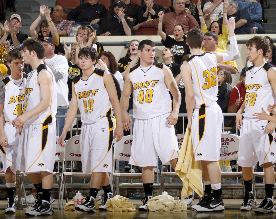 Photo -  The crowd cheers for the Roff team after their win during the Class B boys basketball state tournament at the State Fair Arena in Oklahoma City, Friday, March 5, 2010.  Photo by Bryan Terry, The Oklahoman