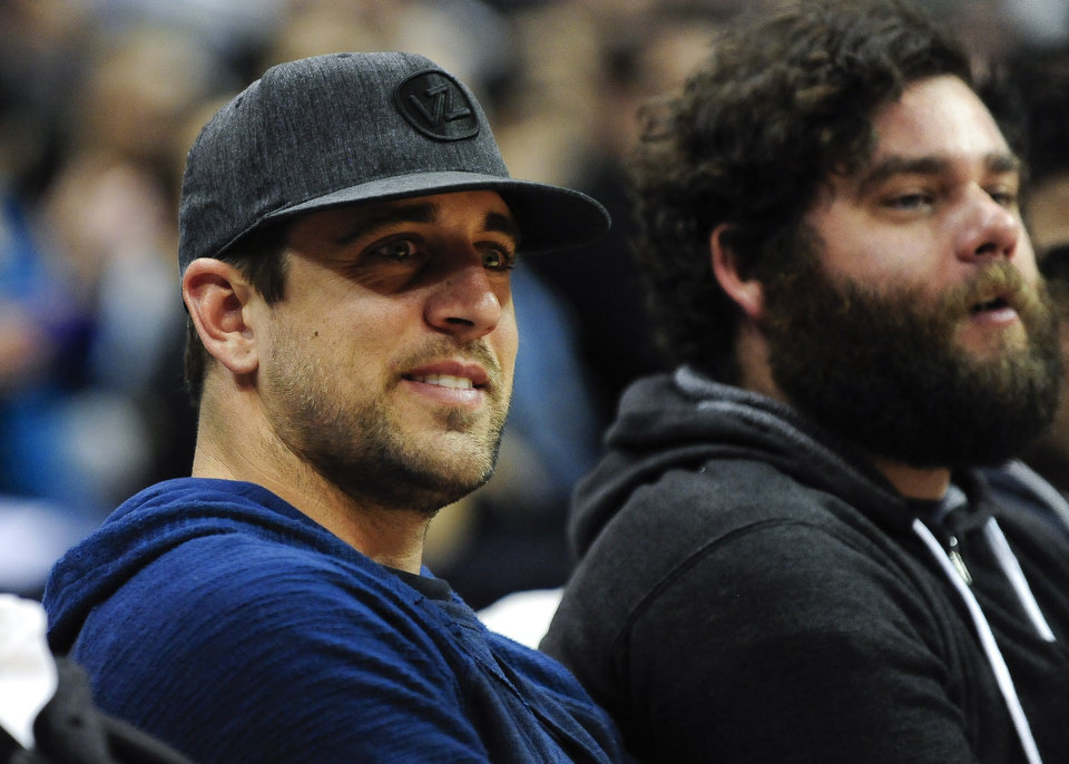 Photo - Green Bay Packers NFL football quarterback Aaron Rodgers watches action in the first half of an NBA basketball game between Milwaukee Bucks and Los Angeles Clippers, Wednesday, March 6, 2013, in Los Angeles. (AP Photo/Gus Ruelas)