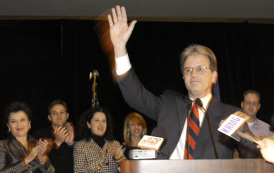 Photo - U.S. Senate candidate Tom Coburn waves to supporters at his watch party in Tulsa, Tuesday, Nov. 2, 2004.  Staff photo by David McDaniel.