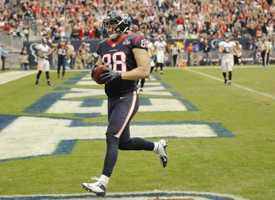 Photo -   Houston Texans' Garrett Graham (88) scores a touchdown against the Jacksonville Jaguars during the fourth quarter of an NFL football game Sunday, Nov. 18, 2012, in Houston. The Texans won in overtime 43-37. (AP Photo/Dave Einsel)