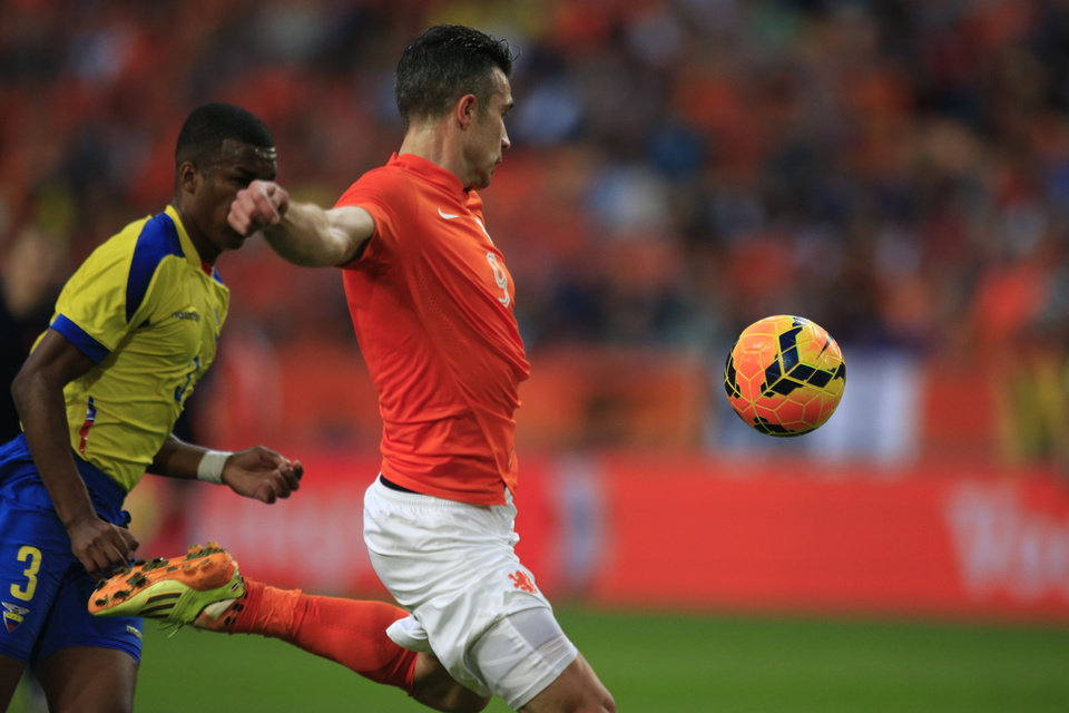 Photo - Netherlands' captain Robin van Persie scores 1-1 before Ecuador's Frickson Erazo, left,  can intercept, during the international friendly soccer match between Netherlands and Ecuador at ArenA stadium in Amsterdam, Netherlands, Saturday, May 17, 2014. (AP Photo/Peter Dejong)