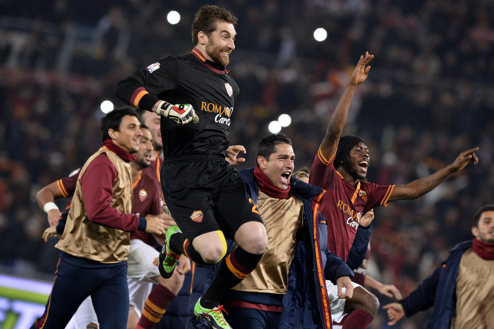 Photo - AS Roma's Morgan De Sanctis, Marco Borriello and Gervinho, right, celebrate their 1-0 win over Juventus, at the end of an Italian Cup, round of eight, soccer match, at Rome's Olympic stadium, Tuesday, Jan. 21, 2014. (AP Photo/Alfredo Falcone, Lapresse)